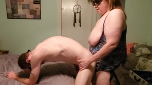 BBW agrees to strapon in HD