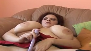 Busty MILF goes for nailing