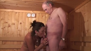 Young french amateur threesome in sauna
