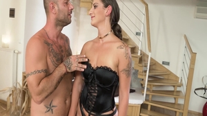 Big ass Nicoletta Noiret escorted by Mike Angelo raw blowjob