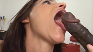 Cumshot starring natural amateur