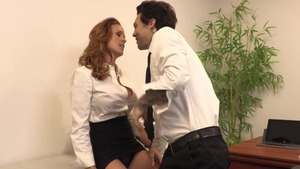 Latina Sabrina Cyns in office