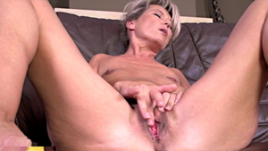 Fingering escorted by babe Janet Darling
