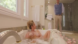 Stepmom Eva Notty sucks dick and fucks in the shower