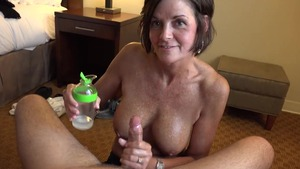 Cumshot accompanied by tanned mature