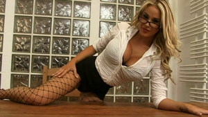 Nailed rough escorted by charming cougar Hannah Prentice