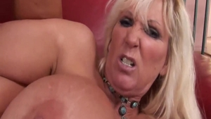 Fake tits Tia Gunn really likes sex scene