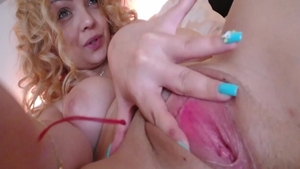 Curly haired amateur digs masturbating