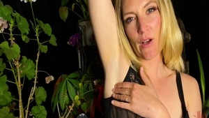 Raw sex in the company of very kinky babe Mona Wales
