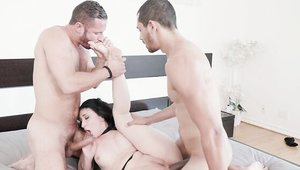 Big butt american babe Mandy Muse feels in need of MMF