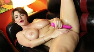 Solo Sophie Dee bends over