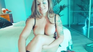Shaved tattooed stepmom homemade sexy dancing on live cam