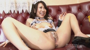 Incredible mature takes large dildo