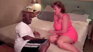 Chubby MILF feels in need of nailing