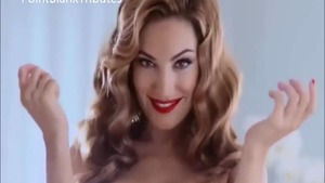 Celebrity Kelly Brook exposing natural boobs