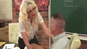 Hard deepthroat in the company of bubble butt blonde babe