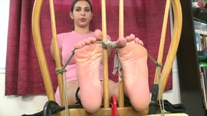 Jen Capone feet licking