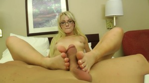 Teen chick Zoey Paige foot fetish